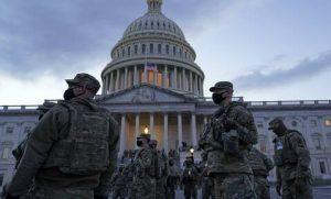 Μέλη της Εθνοφρουράς διασφαλίζουν την ομαλή διεξαγωγή της τελετής ορκωμοσίας του Τζο Μπάιντεν